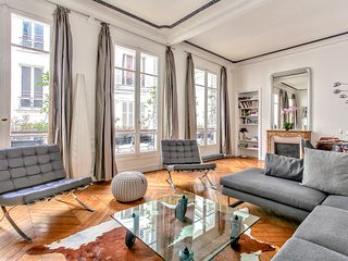 Saint Germain - Spacious luxury and family apart, Paris