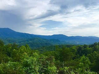 Mountain View, Close to Downtown, 2 King Beds, Gatlinburg