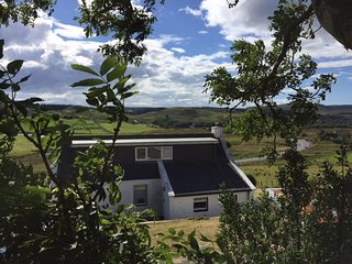 River View Cottage overlooking the river Snizort - By Portree, Isle of Skye.