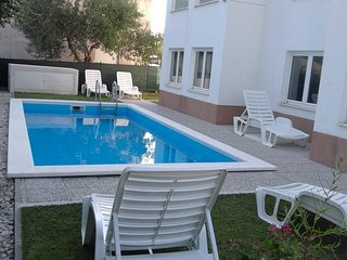 Apartments Karadza 1 With Pool, Kastel Stari