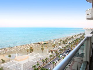 3b Luxury Seafront w/ Pool&Gym - Finikoudes beach