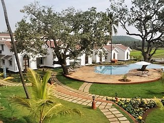Villa Sapphire 7+ guests, Siolim
