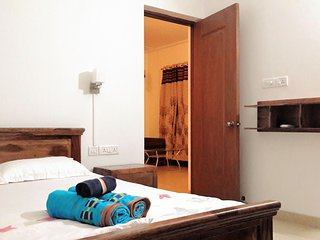 Riviera Sapphire 1 bedroom apartment upto 5 guests, Siolim