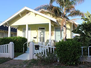 Lower Winter rates-call for quote-1 block to beach, Galveston
