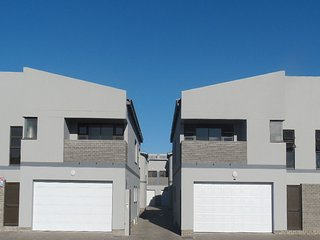 Three Bedroom Townhouse, centrally located. Cosy, Walvis Bay