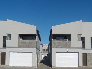 Three Bedroom Townhouse, centrally located. Cosy, Walvis Bay