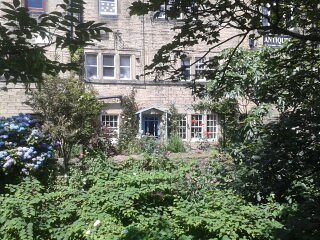 Robin Cottage, grade II listed, sleeps 4, central, Holmfirth