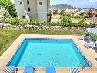 Luxury 4 bed ensuite own private swimming pool 10mins minibus to Olu Deniz