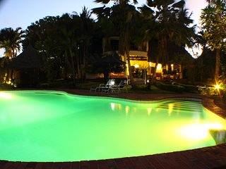 Upani Diani Cottage, 300m from clear sandy beaches, Diani Beach