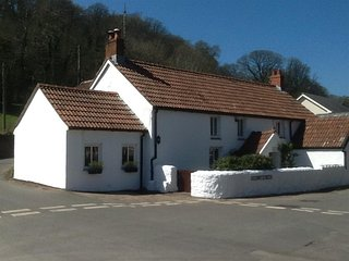 Bull Croft Cottage (OX020), Oxwich