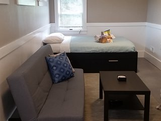 Modern Studio Minutes From Beaches, Linwood