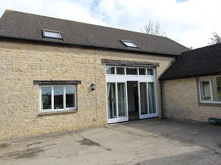 Orchard Barn & Thames View, Witney