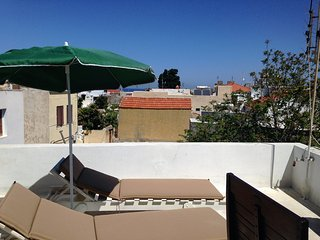 Medieval city Maisonette roof terrace-sea view close to the Synagogue and beach, Rhodos