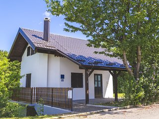 Cherry Cottage at StayOsme, Strigova