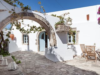Magical centuries-old house 5 bedrooms - sleeps10, Mylopotamos