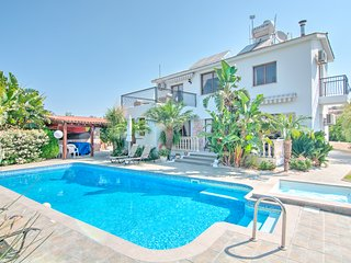 Villa Kyriakos, Luxury Villa with Pool & Gardens
