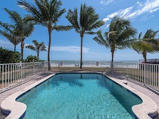 By The Sea With a Pool and Elevator, Fort Myers Beach