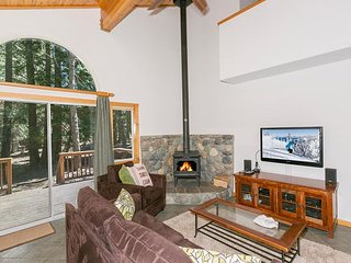 NEW LISTING - Enjoy some peace, quiet and privacy at this Tahoe Donner 3BR, Truckee
