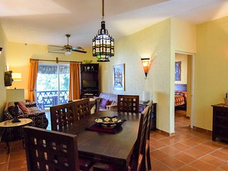 LAS FLORES GIRASOL - secure parking space included, Playa del Carmen