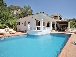 Villa in Mijas With Amazing Views and Private Pool, Mijas Pueblo