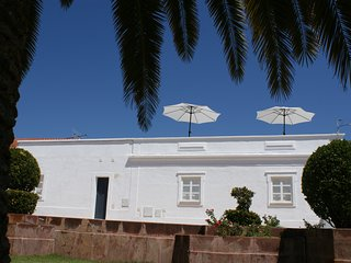 Casa do Largo, Pearl of the Algarve. The perfect holiday location at any season!