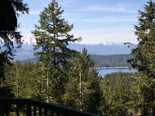 Beauty and Fitness in Alderbrook by Golf, Nature Trails, and Spa
