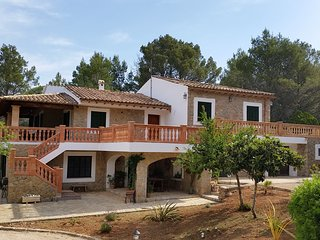 Finca GaudeixMallorca with pool and amazing views, Alaro
