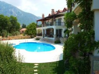 Book Instantly! 4 BR - Blossom Hill Apartment Sleeps 8, Fethiye