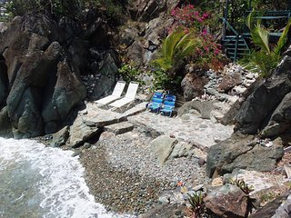 """BLUEBITCH One Price"" Oceanfront, SUV, Airport Shuttle, Beach ..., Cruz Bay"