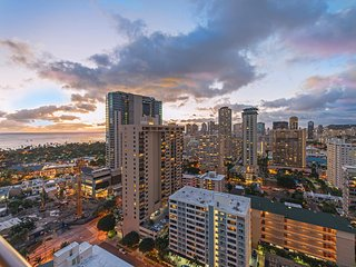 NEW: Waikiki Urban Luxury 2BR / 2BA, Honolulu