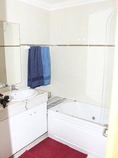 SUITE MARIPOSA il bagno privato della suite matrimoniale con due lavandini