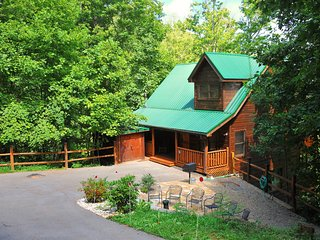"Brigadoon IV-Awesome Theater Room(78""TV), Game Room, Hot Tub, Patio w/chiminea!!, Gatlinburg"