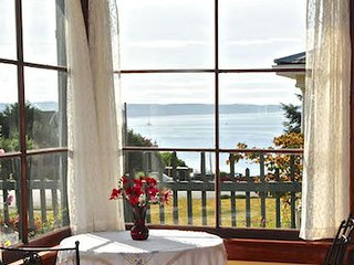 GREAT VIEW !!! Watch the boats and ferries sail by.... Walk Everywhere., Port Townsend
