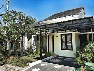 Spacious Home in urban environment, Batu Layar