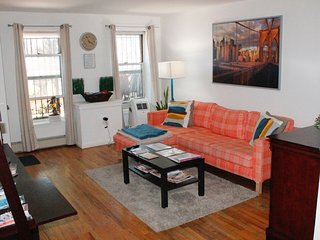 Fully Stocked & Comfy 1BD APT Conveniently Located