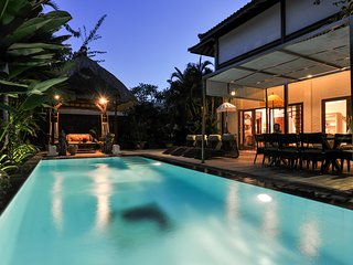 Superb 5bd Villa with pool - Walk to beach & cafes, Sanur
