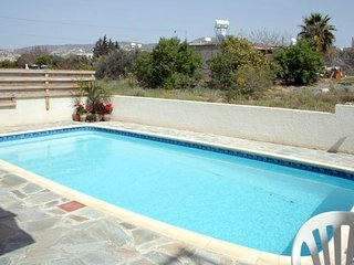 CYPRUS~4★ VIlLLA, P-POOL-SLEEPS6- SHOPS-ETC-AIRCON, Paphos