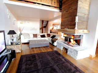 Luxury Catered Chalet with Hot Tub & Sauna, Saint-Bon-Tarentaise