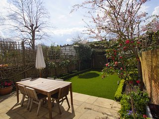 Wimbledon home 5 minutes walk from tube. Personally managed by Elizabeth Lytton