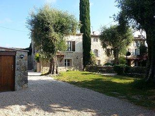 Studio indépendant avec terrasses et jardin, Le Rouret