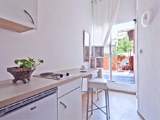PRIVATE STUDIO/PRIVATE  TERRACE/ METRO / FREE WIFI, Barcelona