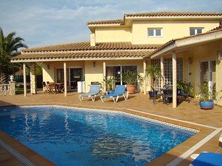 Amplia y moderna casa con sol y tranquilidad cerca, L'Escala