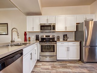 * Luxury 3 BR condo in North Scottsdale w/garage*