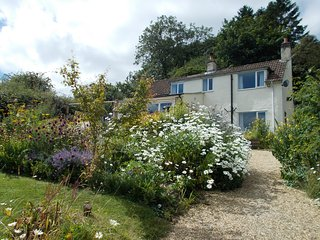 Hollywell Cottage, Breathtaking Views in a Tranquil Location, Pet Friendly, WIFI
