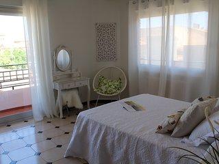 Dormitorio principal con terraza. Vistas a los molinos y al pueblo