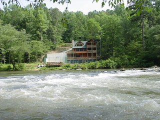 Amenity loaded lodge in North Georgia Mountains!, Ellijay