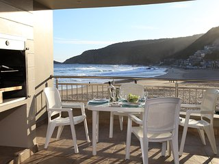 Whale luxury s/C family unit right on the beach., George