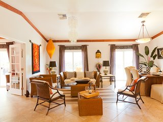Sale! 1 Night Free until January! Lahaina Villa steps to beach and town