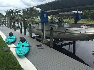 Dec 2nd-Dec 9th OPEN! SE Cape Coral Pool Home with Boat!