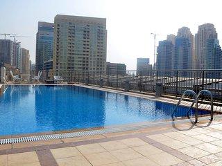 Spacious 2br with terrace on Marina